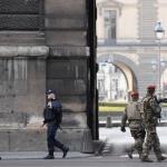 Attaque terroriste à l'arme blanche au Louvre : un militaire attaqué, l'assaillant blessé