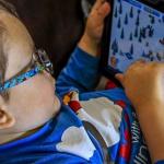 Danger ! ne laissez pas les enfants en bas âge en contact avec des écrans tactiles