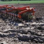 Environnement : La terre se meurt, la faute au labour intensif.