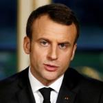 Pour Emmanuel Macron, c'est aux politiques d'accréditer l'information